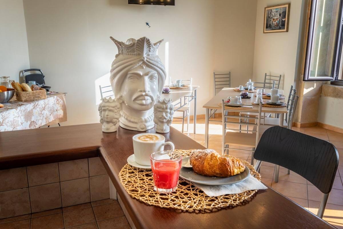 sala-colazione-bb-villa-rosaria-noto-11