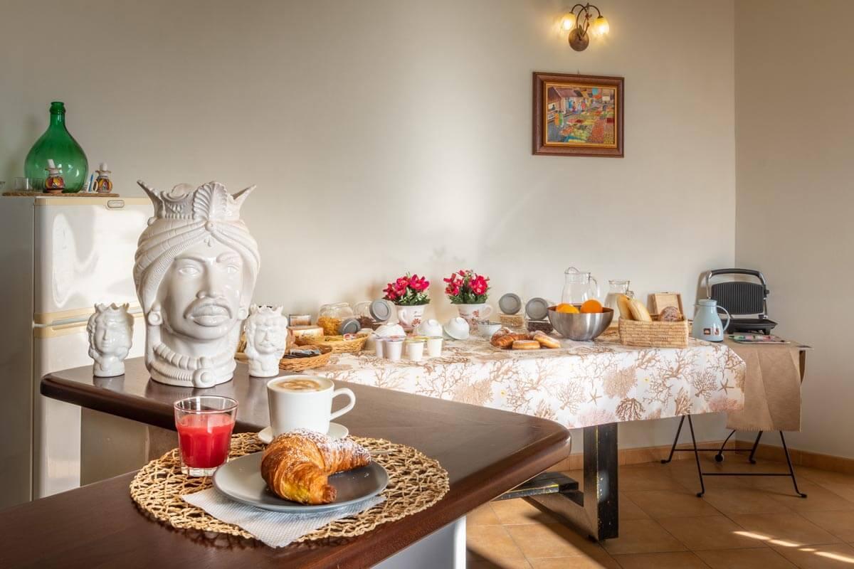 sala-colazione-bb-villa-rosaria-noto-12