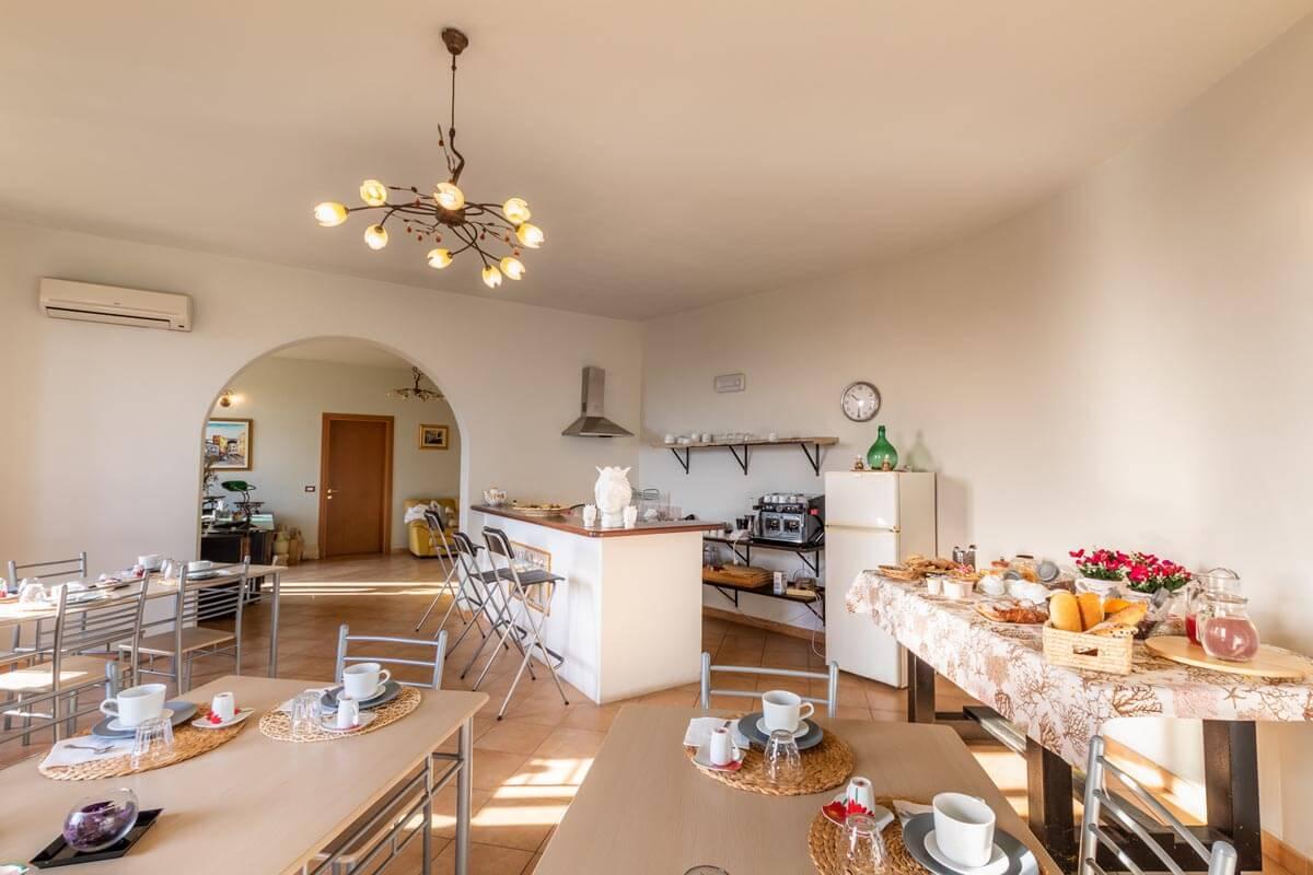 sala-colazione-bb-villa-rosaria-noto-4