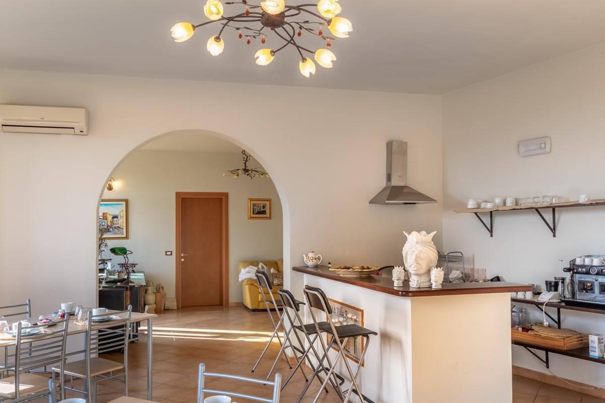 sala-colazione-bb-villa-rosaria-noto-5