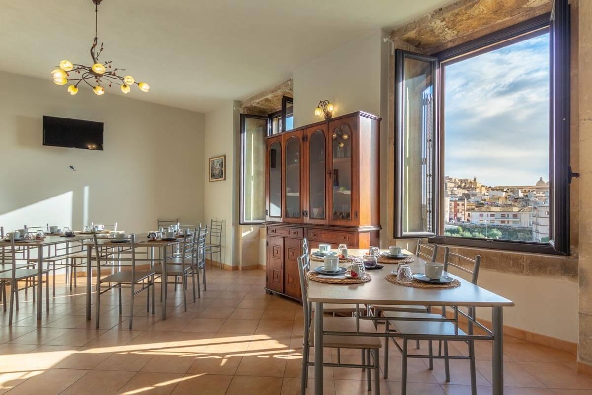sala-colazione-bb-villa-rosaria-noto-7
