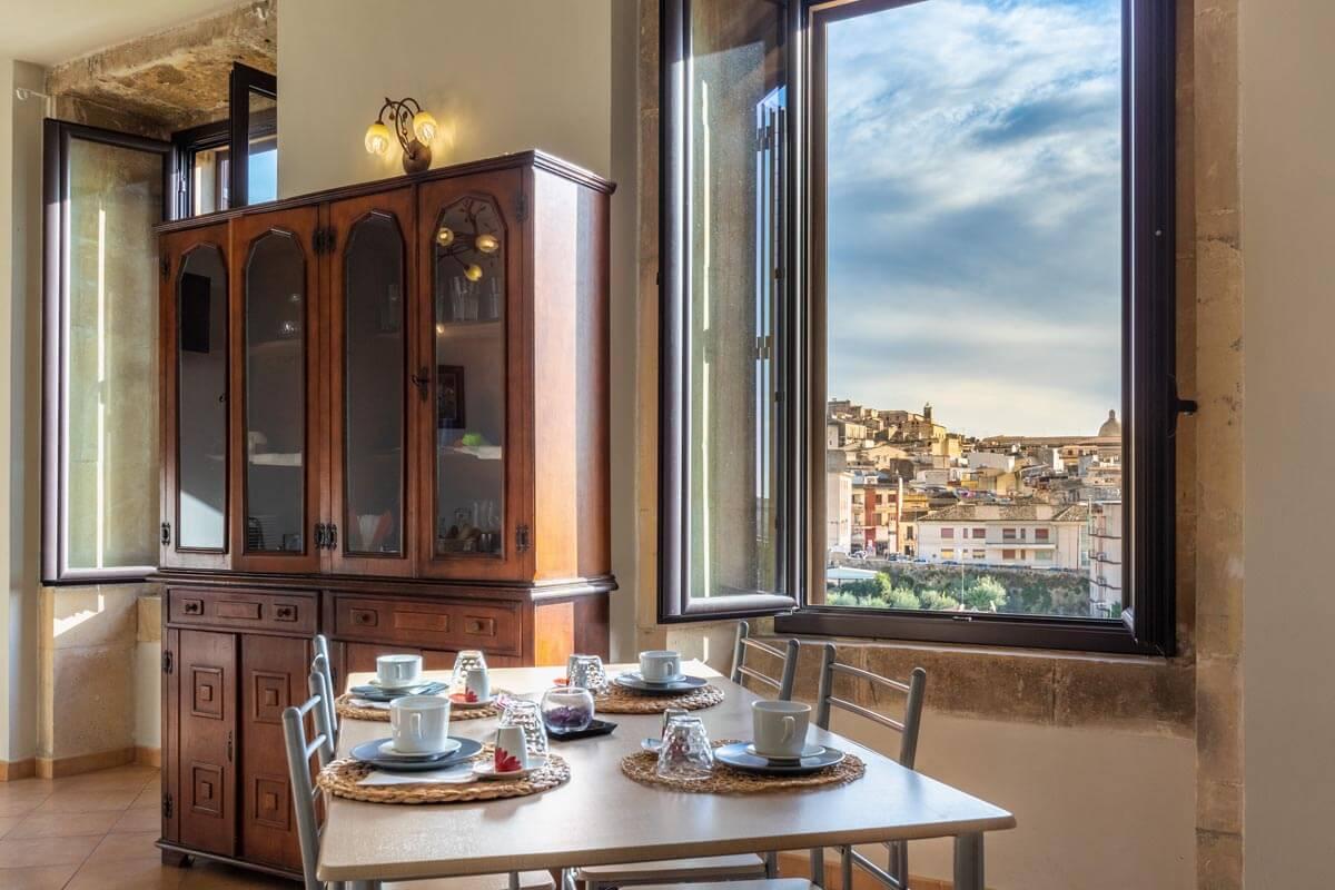 sala-colazione-bb-villa-rosaria-noto-8