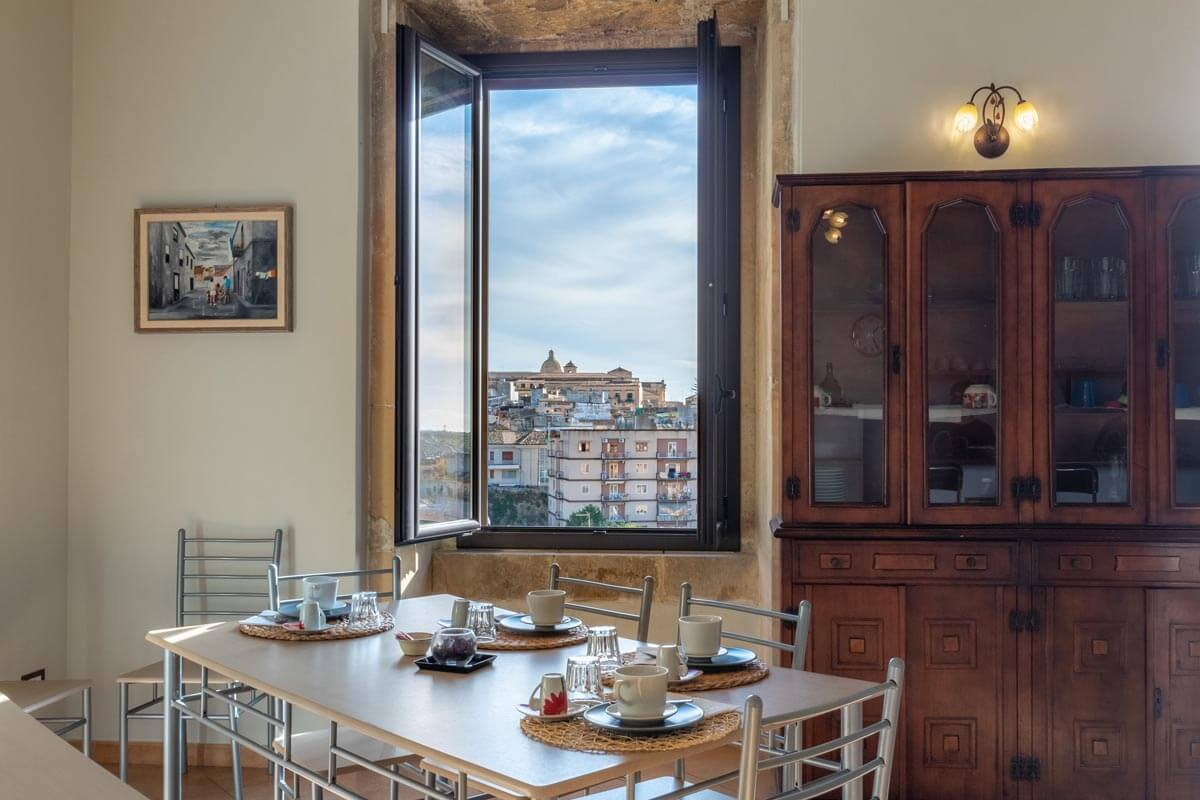 sala-colazione-bb-villa-rosaria-noto-9